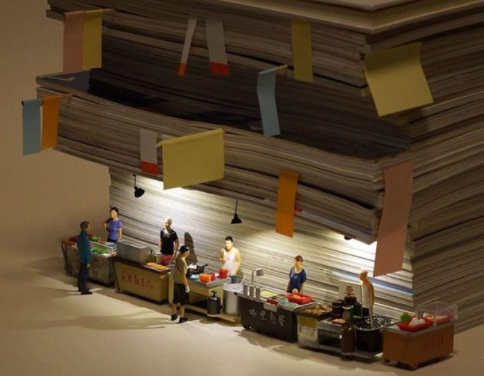 diorama food court