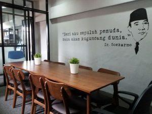 mural quote untuk coworking space