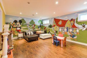 dekorasi kamar anak dengan mural disney