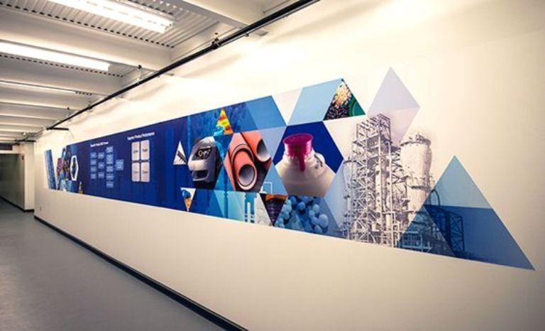 ide mural kantor warna gradien