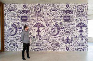 mural hitam putih doodle