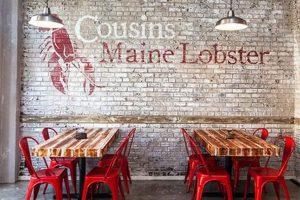 dekorasi restoran seafood dengan mural lobster