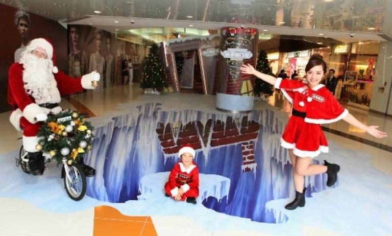 3D Trick Art Christmas, Dekorasi Hari Natal Yang Menarik Pengunjung