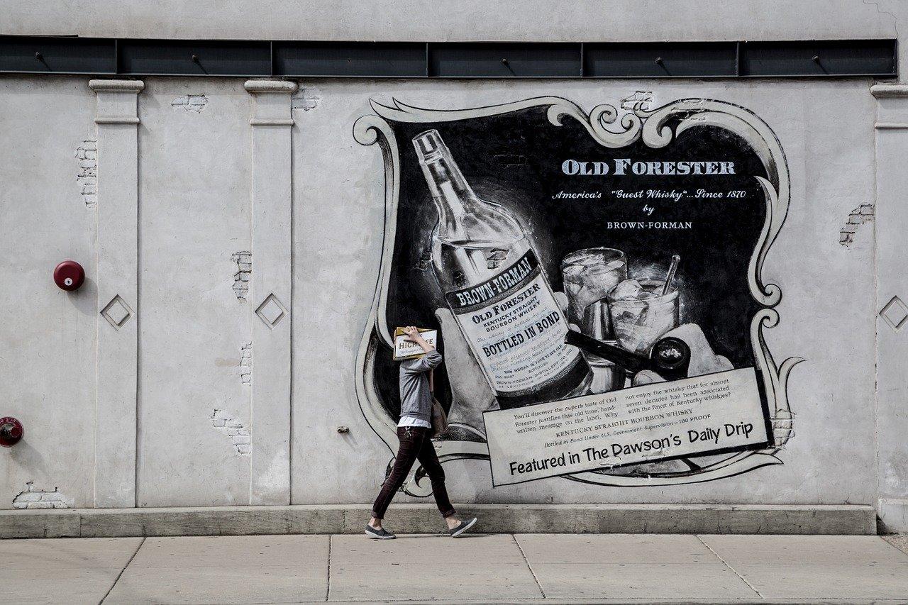 Iklan di TV VS Mural Di Jalan, Mana Yang Paling Menguntungkan?