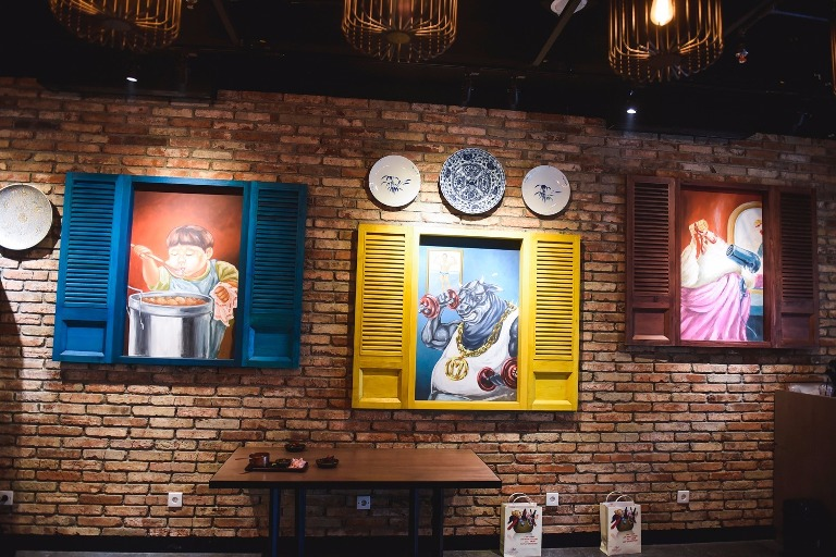 Create a Unique Interior to Attract People to Your Cafe Using Mural